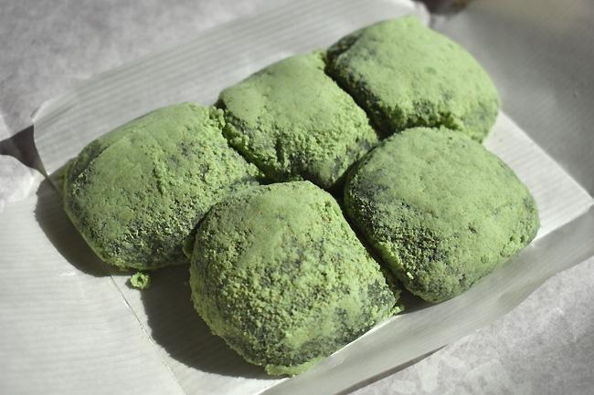 草餅ではなく草だんご 小松市の和菓子屋 福新屋(ふくしんや)